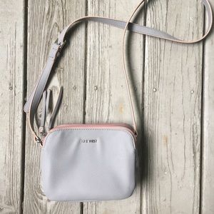 Gray vegan crossbody w/ pale pink edging—Nine West